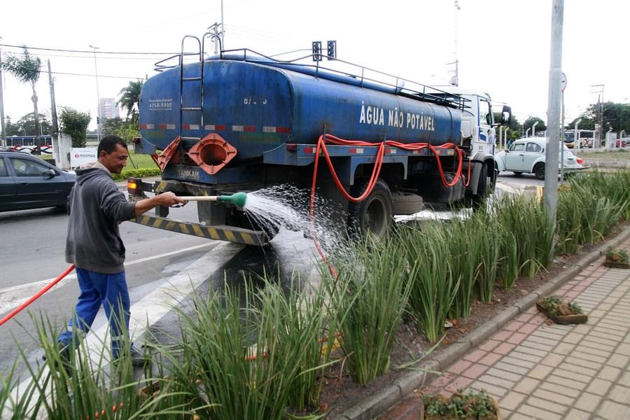 Irrigação de jardim com água para reúso