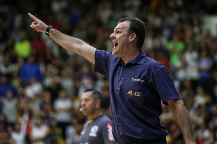 Danilo Padovani, técnico do Mogi. Foto: Luiz Pires/ LNB