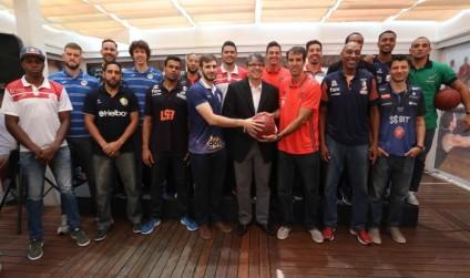 Jogadores do NBB CAIXA presentes no evento. Foto: Liga Nacional de Basquete