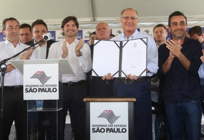 Início das obras na Mogi Dutra reuniu os prefeitos dos municípios beneficiados. Foto: Gilberto Marques/A2img
